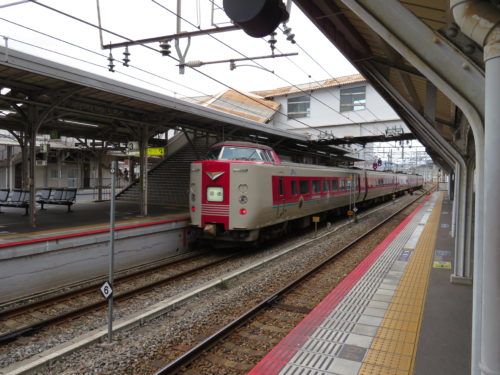 岡山駅にて381系やくも
